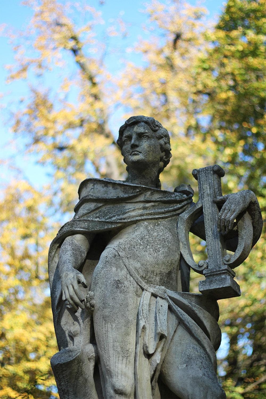 Rzeźby w parku w Łańcucie