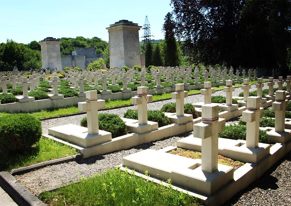 Lwów. groby na cmentarzu Orląt Lwowskich
