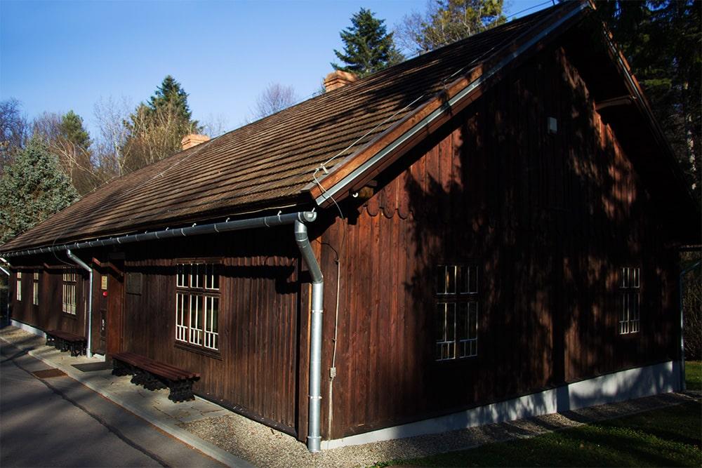 budynek administracyjny z 1864 r., tzw. Dom Ignacego Łukasiewicza