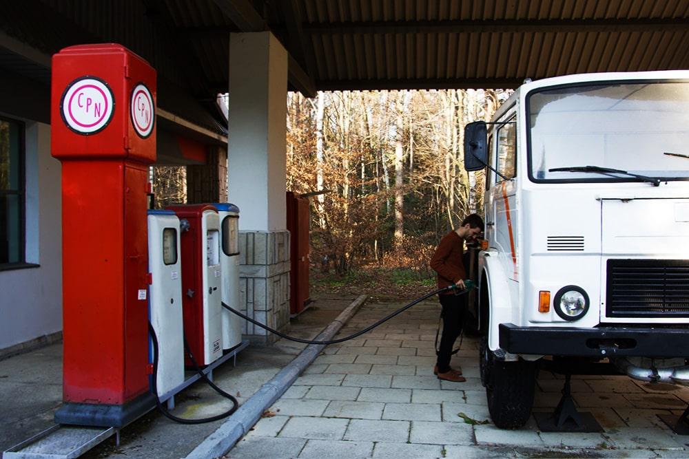 Stacja benzynowa w Muzeum Przemysłu Naftowego i Gazowniczego im. Ignacego Łukasiewicza w Bóbrce