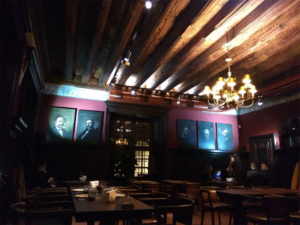 Mons Pius - wnętrze restauracji we Lwowie