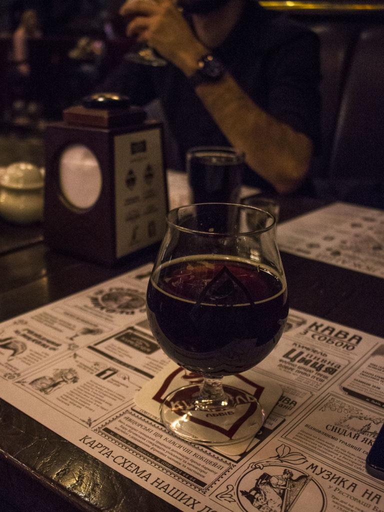 Piwo w restauracji Kumpel we Lwowie