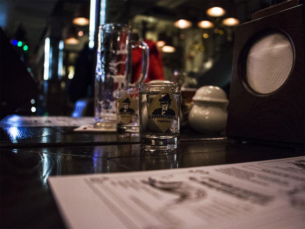 Wódka w restauracji Kumpel we Lwowie
