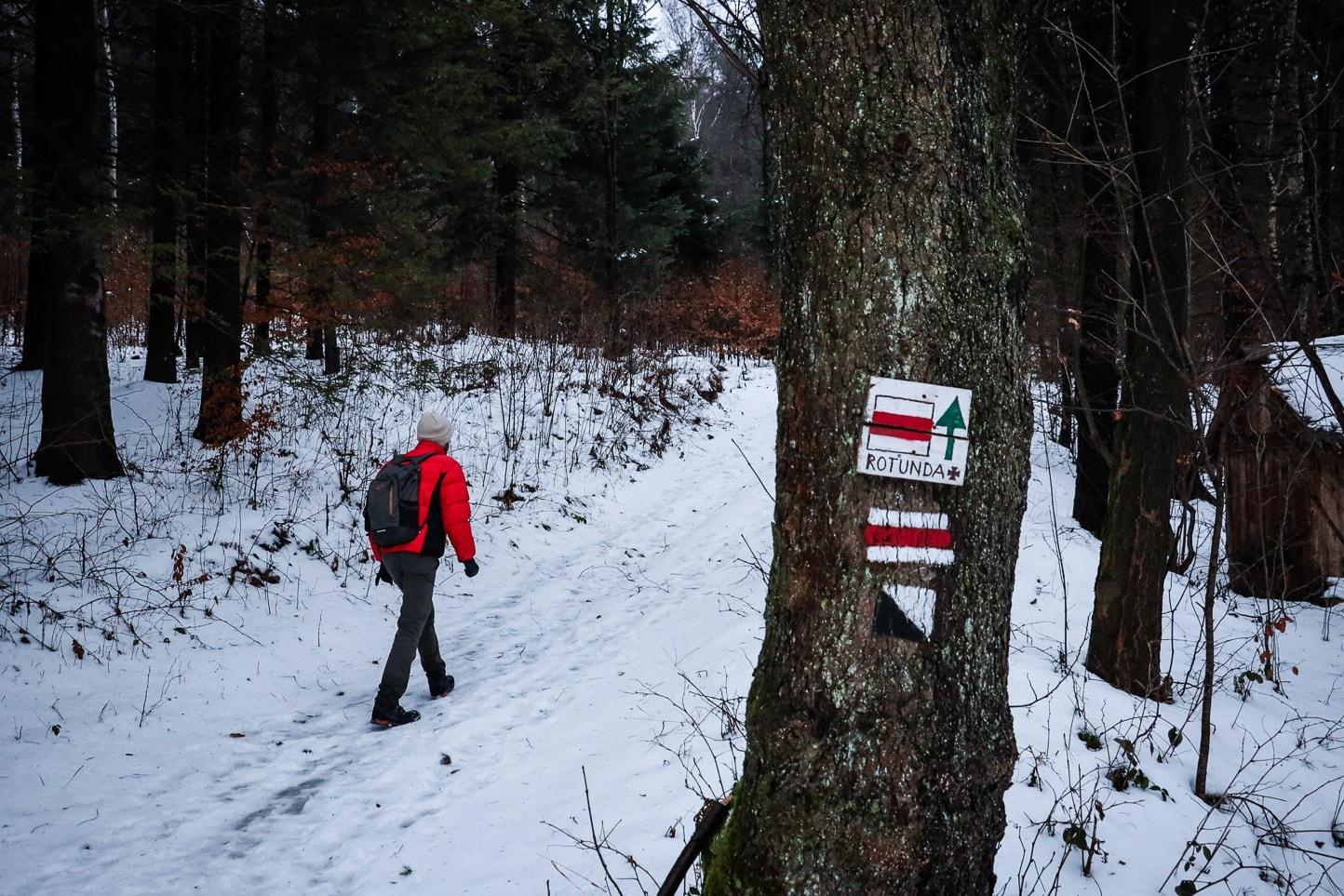 czerwony szlak na Rotundę